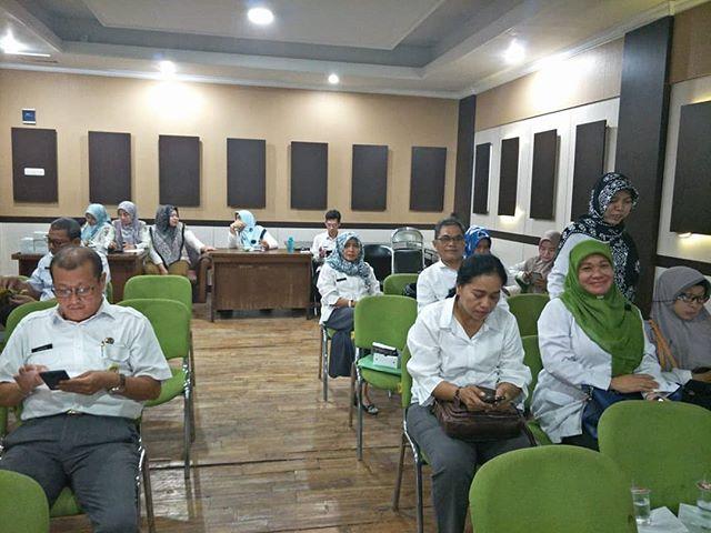 Rapat pendahuluan profil kependudukan tahun 2019 di ruang Aula Disdukcapil lantai, 2 Kota Bekasi
